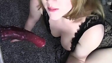 Slutty amateur girl gives amazing deepthroat blowjob horsecock dildo