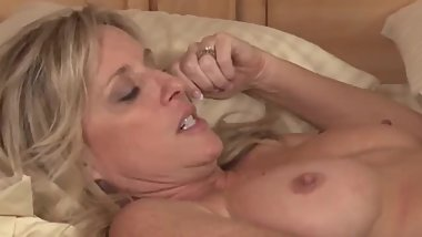 Shameless mature stepmom seduces and fucks her 18yo stepson