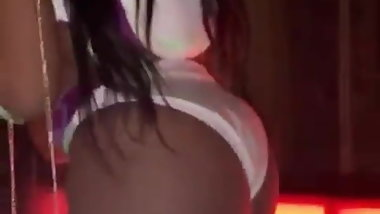 Shakyra showing off dat ass