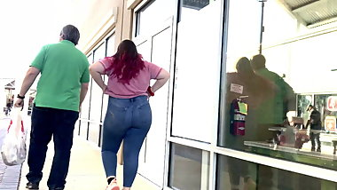 ..Young Pawg Thick AF! (Jeans)