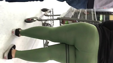 Thick pawg milf green leggings st pattys day booty