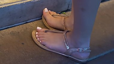 Pretty blonde with beautiful feet - Candid feet (face shot) - May 18, 2019