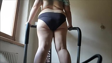 Cute 18 yo fatty shakes her booty on a vibration plate (first video)