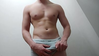 18 Year Old (TEEN) With Muscular Body Touches His BIG DICK (HUGE CUMSHOT)